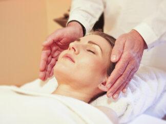 woman in reiki healing
